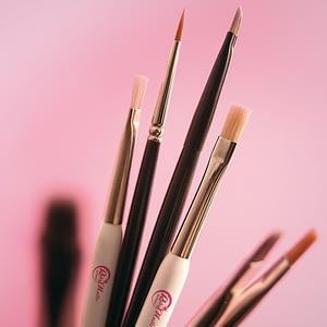 Roby Nails rakennekynsi geelit ja siveltimet